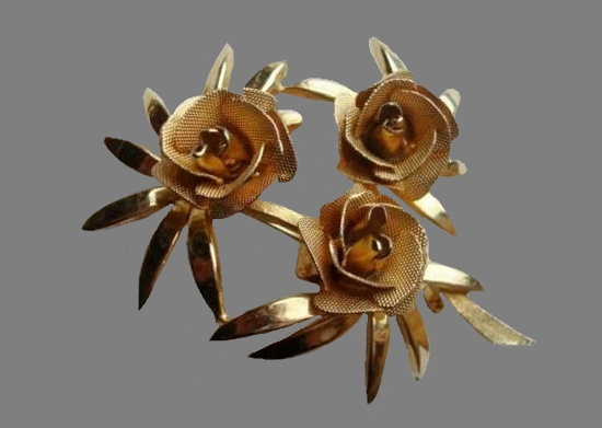 Three Rose flower brooch pin of gold tone