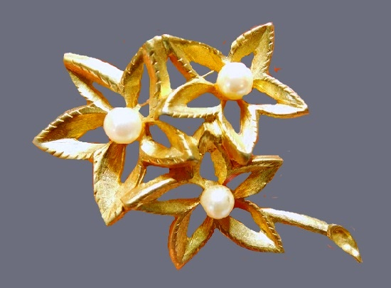 Triple star flower open work metal, cultured pearl