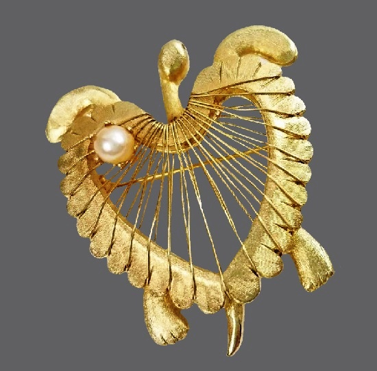 Turtle brooch of gold tone, faux pearl