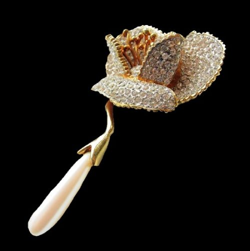 Volumetric flower with stamens brooch of a rare and little-known Italian brand, 80s. Gold tone metal, crystals, rhinestones, pearls. 8.3 cm