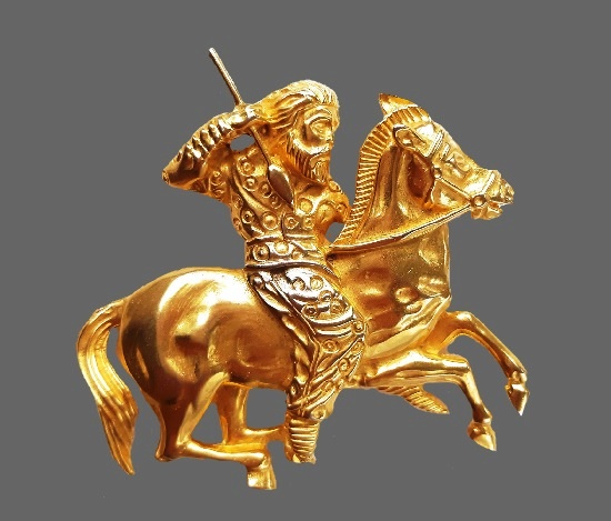Warrior on a horse brooch pendant. Textured gold tone metal, 24 K gold filled. 6.8 cm, 1980s