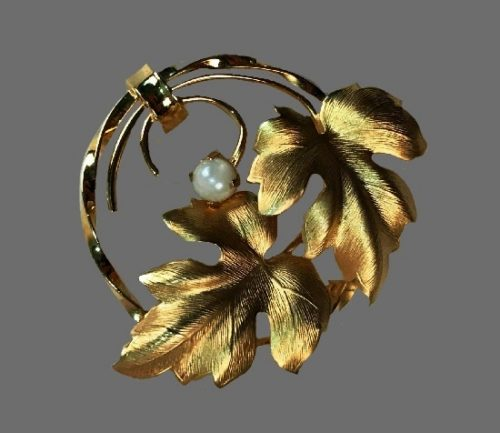 Charles Reis CR Co vintage costume jewelry. Wreath leaf brooch. 12 K gold filled, faux pearl