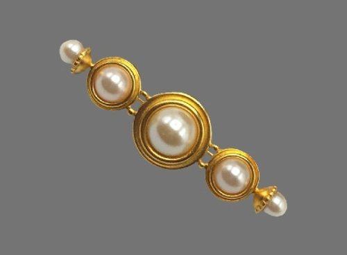 Beautiful bar brooch. Gold tone, faux pearls. 1980s