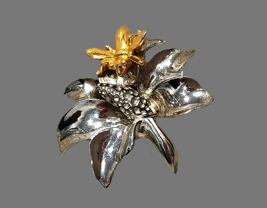 Bee on a flower brooch. Mixed metals of silver and gold tone, rhinestones. 5 cm