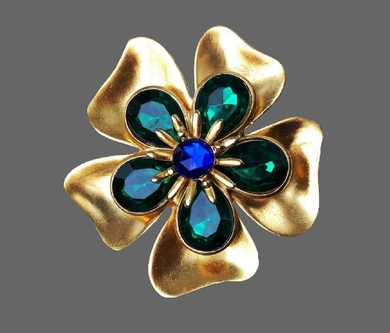 Flower brooch. Gold tone alloy, lucite. 1980s