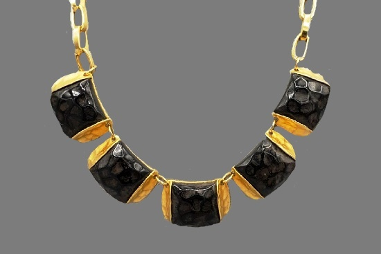 Black onyx yellow gold tone metal necklace. 1980s