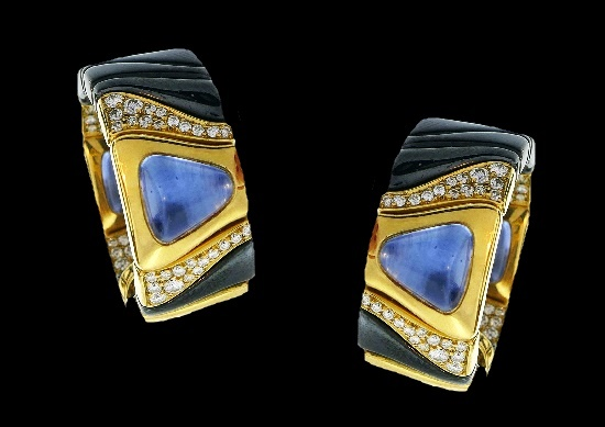 Blue sapphire diamonds gold earrings. 1987
