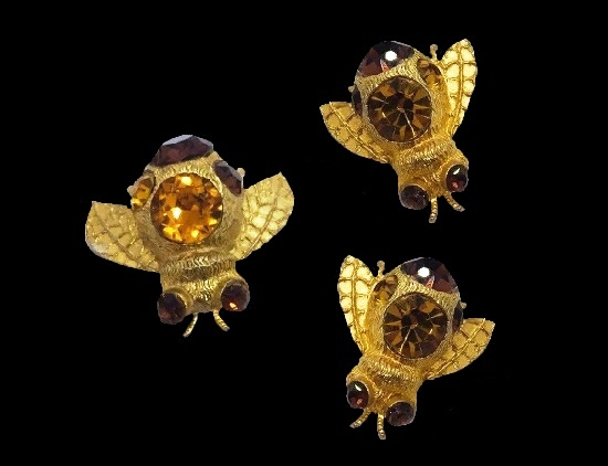 Bumble bee set brooch and earrings. Yellow gold tone textured metal, orange rhinestones