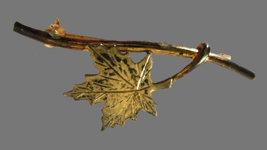 Canadian maple leaf brooch pin