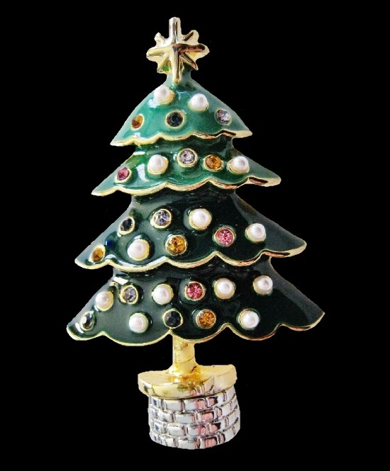 Christmas tree brooch pin. Gold tone metal, green enamel, rhinestones, faux pearls