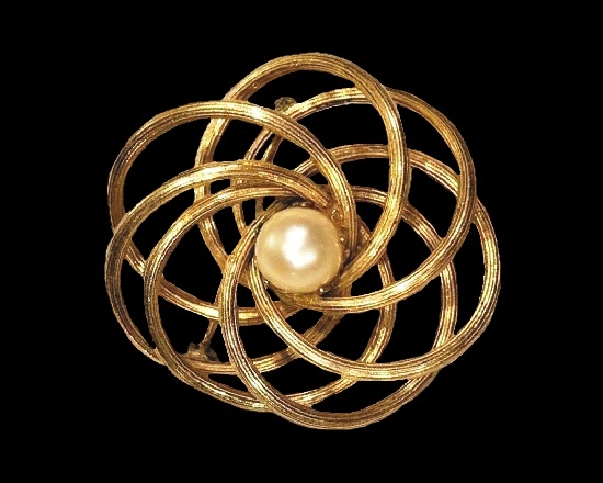 Cosmic design circles brooch pin. 12 K Gold filled, faux pearl