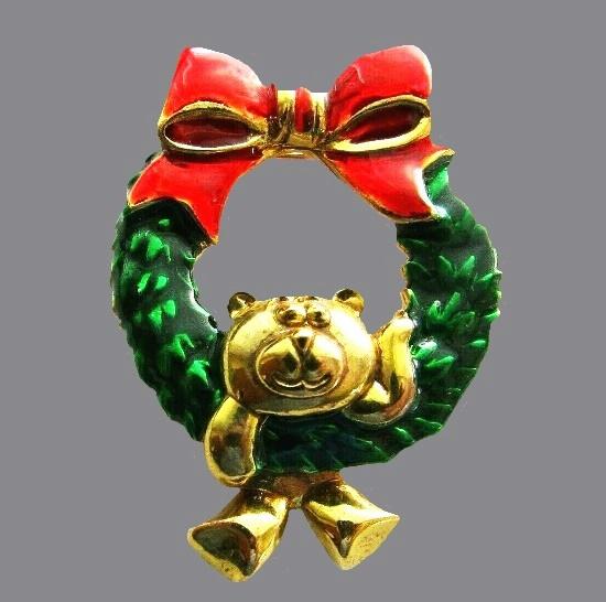 Dangling bear Christmas wreath brooch. Gold tone metal, enamel