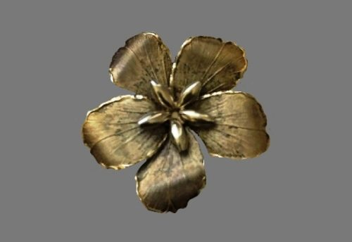 Dog flower brooch. Siilver, gold plated