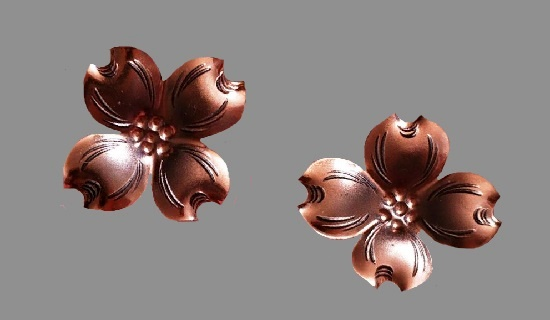 Dogwood flower clip on earrings. Copper, silver plated, patina. 2.5 cm. 1980s
