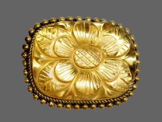 Exquisite carved flower gold tone brooch