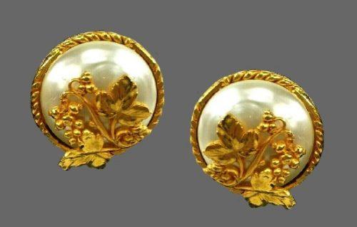 Fabulous grape vine on pearl round shaped gold tone earrings