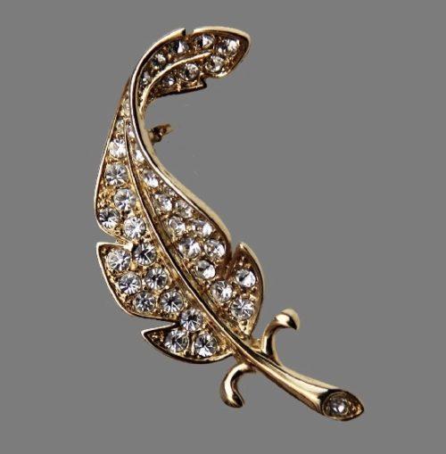 Feather leaf brooch pin. Silver tone jewelry alloy, rhinestones. 4.5 cm. 1960s