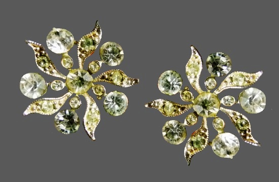 Floral design clip on earrings. Gold tone alloy, rhinestones. Before 1955