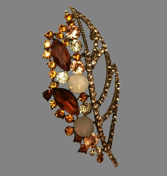 Flower brooch. Gold tone metal, rhinestones, crystals, glass cabochons. 7 cm. 1980s