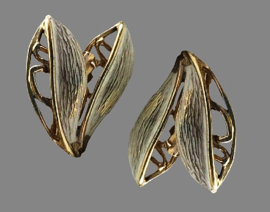 Flower petals clip on earrings. Gold tone metal, filigree design. the 1950's