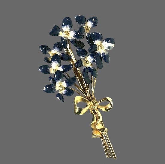 Forget-me-not flower bouquet brooch. Gold tone metal, enamel, rhinestones. 1930s