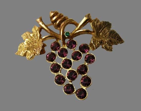 Grape brooch. Gold tone metal, faux amethyst