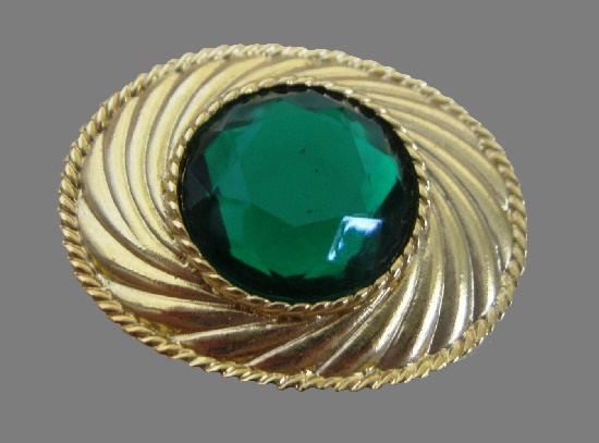 Green cabochon oval shaped gold tone brooch