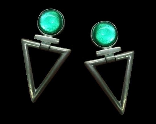 Green gripoix glass dangling triangle silver tone clip earrings