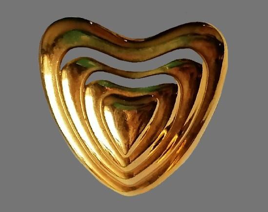 Heart pin. 1970s. Gold tone metal. 3 cm