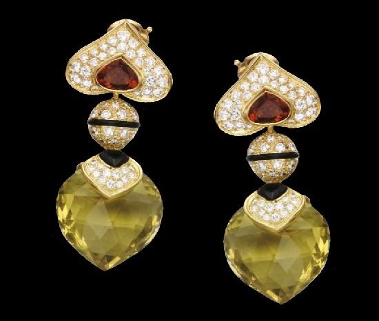 Heart shaped dangle earrings. Green citrine, 18K gold, onyx, diamonds