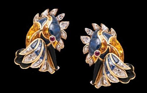Kingfisher earclips. 18 K gold, cabochon sapphires, yellow sapphires, rubies, onyx, diamonds