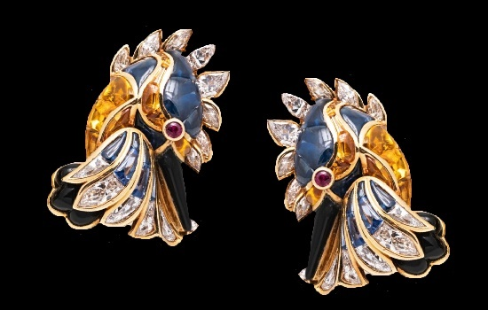 Kingfisher earclips. 18 K gold, cabochon sapphires, yellow sapphires, rubies, onyx, diamonds