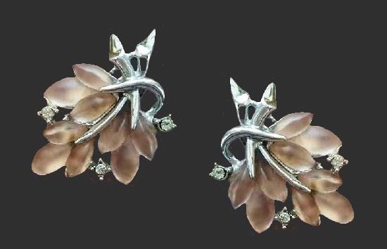 Leaf clips. Lucite, silver tone metal, rhinestones. 3.5 cm. 1950s
