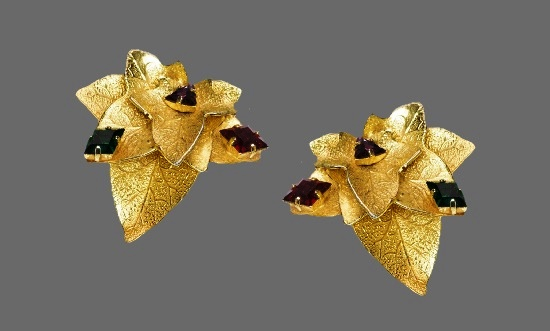 Leaf earrings. Gold tone, crystals