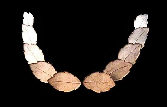 Leaf link gold tone statement necklace