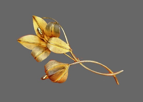 Lily vintage brooch. Sterling silver, gold plated. 1970s