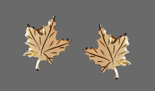 Maple leaf earrings. Silver, gold plated
