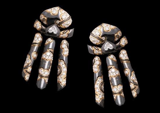 'Mitsouko' Japanese motif earrings. 18 K blackened gold, diamonds
