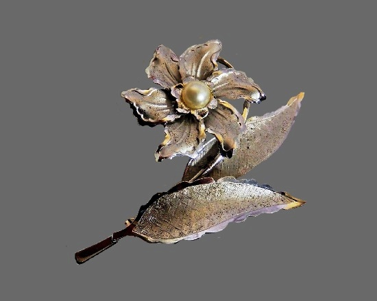 Narcissus flower brooch. Sterling silver