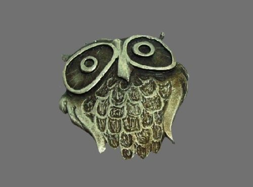 Owl brooch textured pewter