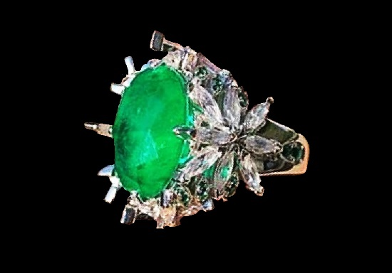 Pasquale Bruni oval ring with emerald and zircons