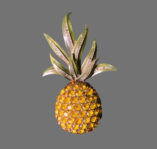 Pineapple brooch pin. Rhodium plated gold tone metal, citrine crystals, enamel. Early 1940s