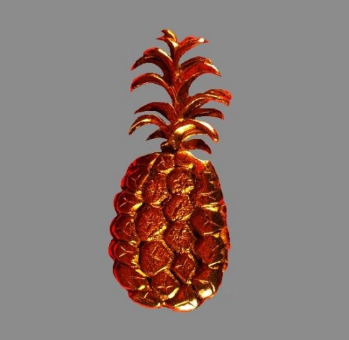 Pineapple gold tone pin brooch. Pewter, gilding