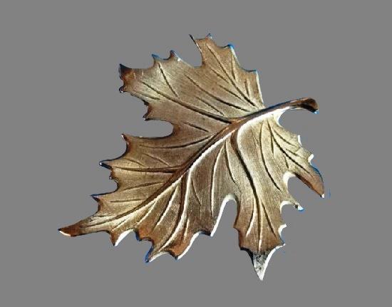 Realistic design leaf brooch pin. 925 silver