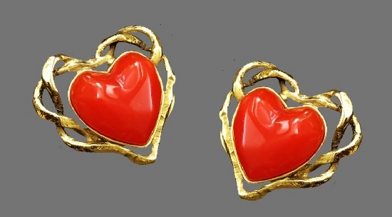 Red heart shaped gold filled clips. 4 cm
