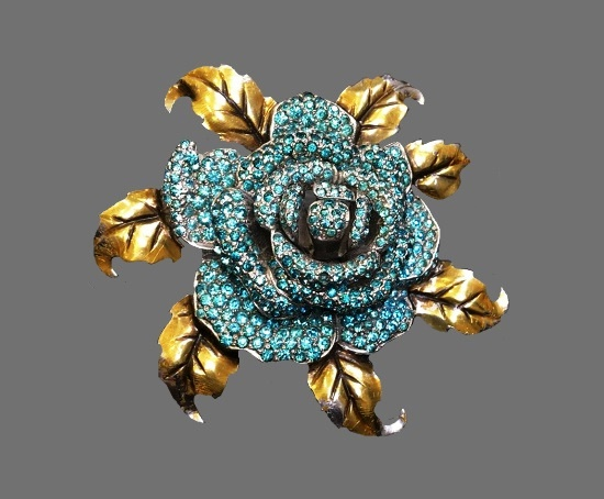 Rose brooch. Gold tone metal, pave crystal, gold plated. 1940s