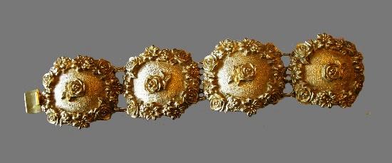 Rose design bracelet of gold tone