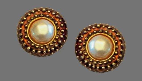 Round shaped gold tone faux pearl brown color clips. 1980s