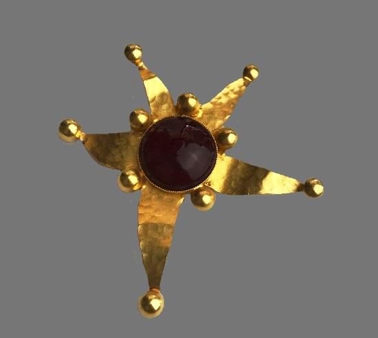 Star pendant. Gold tone, glass cabochon
