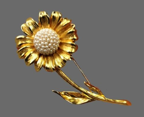 Sunflower brooch. Gold Tone, faux pearls. 1980s
